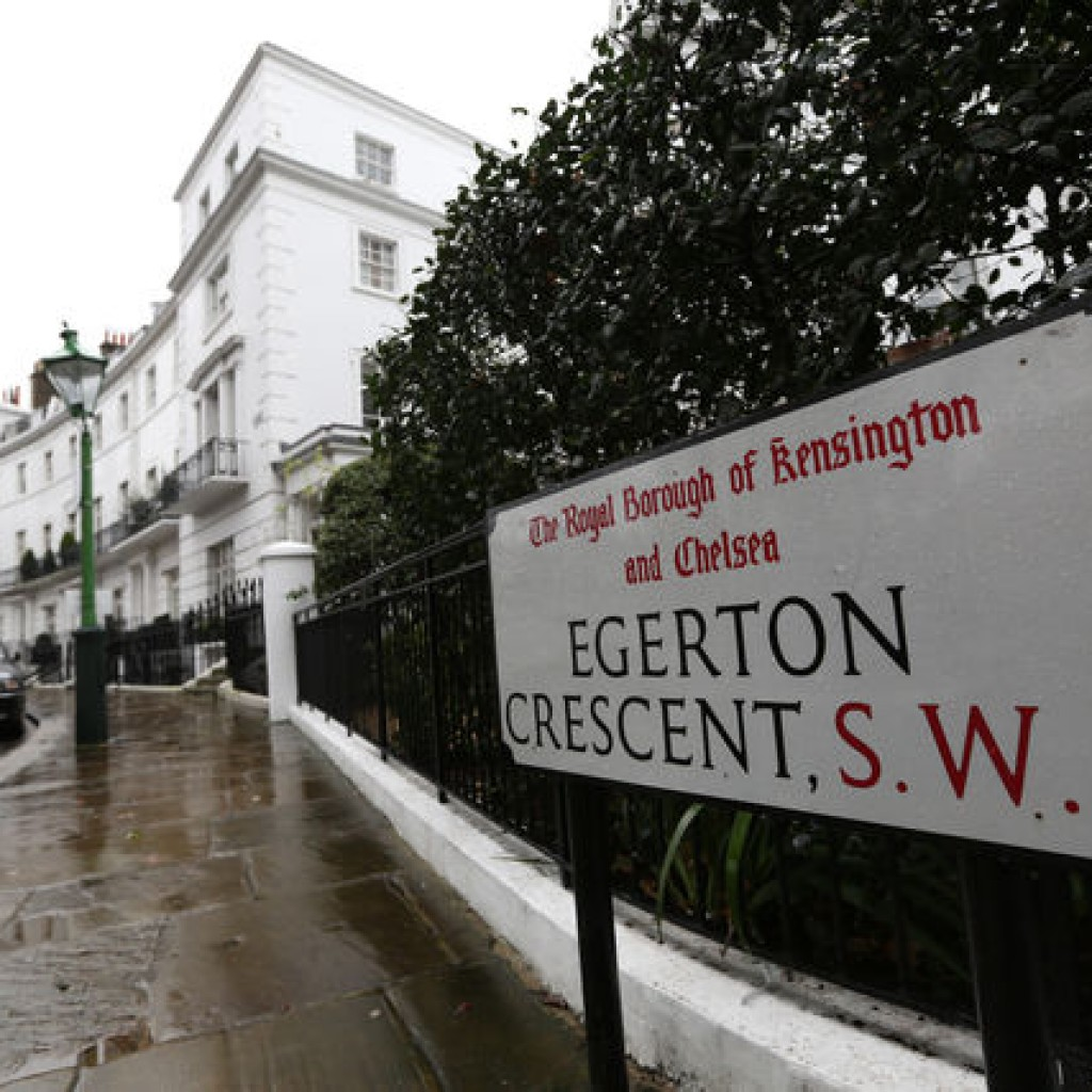 A street sign is seen on Egerton Crescent in the Kensington and Chelsea borough of London, U.K., on Friday, Dec. 28, 2012. Egerton Crescent, close to Harrods luxury department store in Knightsbridge, is the most expensive address in the borough, with an average property value of 8.14 million pounds ($13.2 million), Lloyds TSB said. Photographer: Chris Ratcliffe/Bloomberg