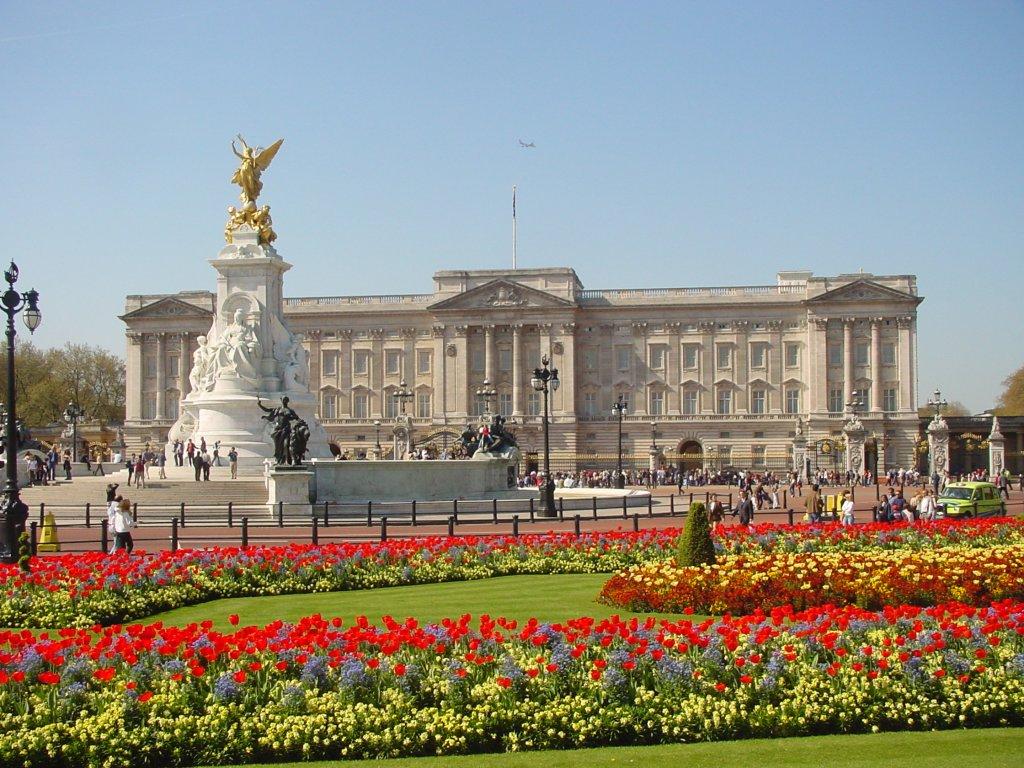 buckingham_palace_majestic_gal