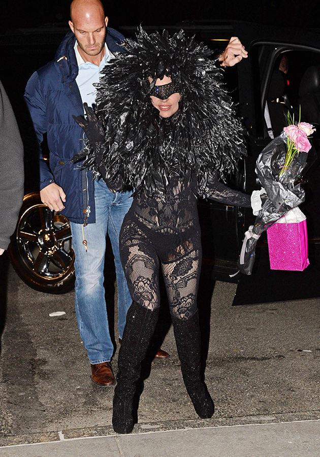 Один из самых экстровагантных прикидов Леди Гага.