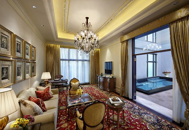 1409838862978_wps_53_Maharaja_suite_jpg