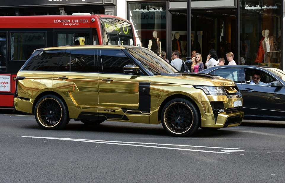 1411399637288_wps_88_Gold_Range_Rover_which_ha