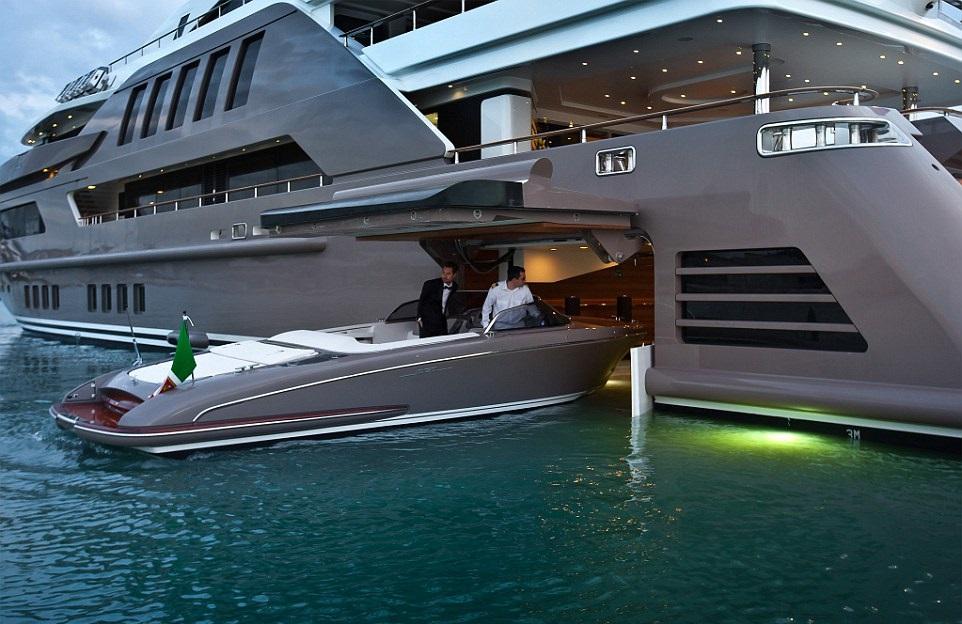 1412261090397_wps_4_jade_yacht_with_garage