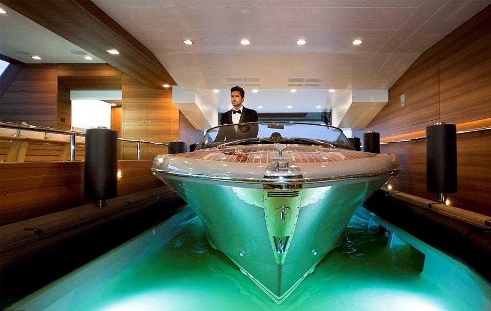 1412261102533_wps_6_jade_yacht_with_garage