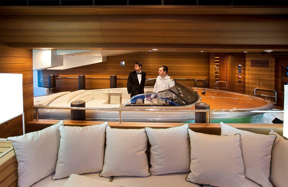 1412261194955_wps_8_jade_yacht_with_garage
