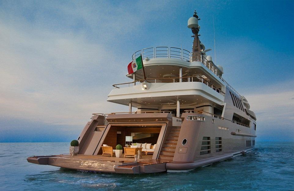 1412261214703_wps_9_jade_yacht_with_garage