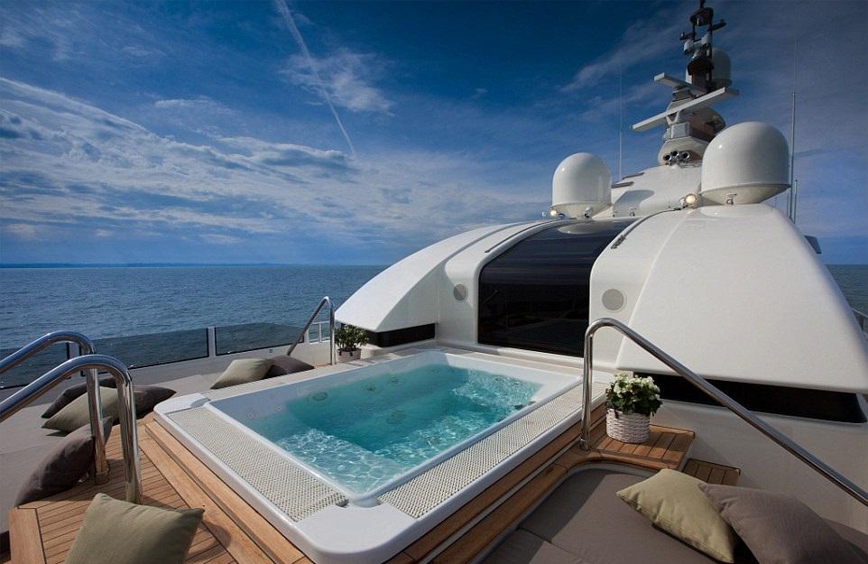 1412261293131_wps_16_jade_yacht_with_garage