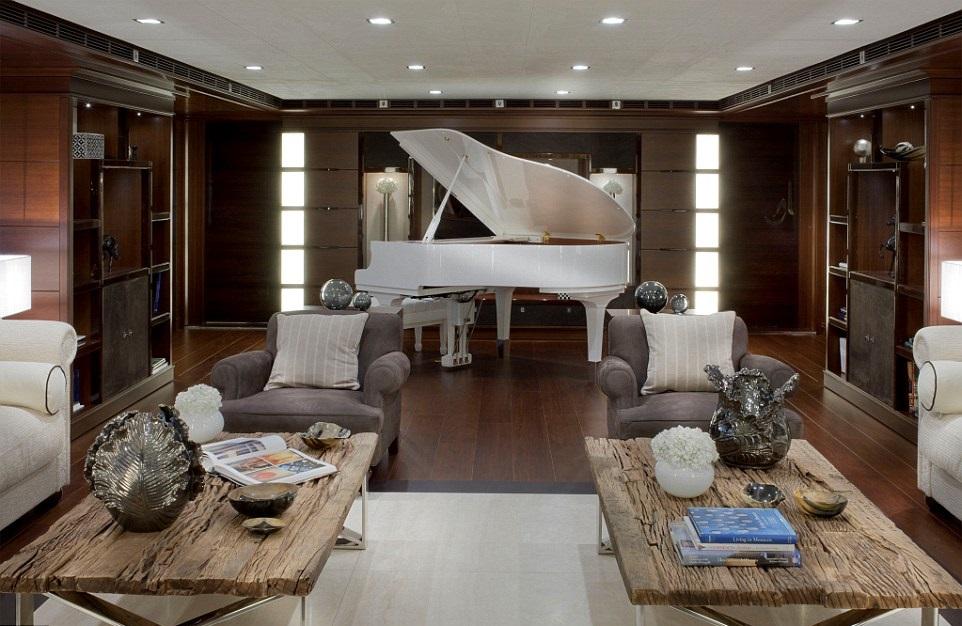 1412261307578_wps_21_jade_yacht_with_garage (1)