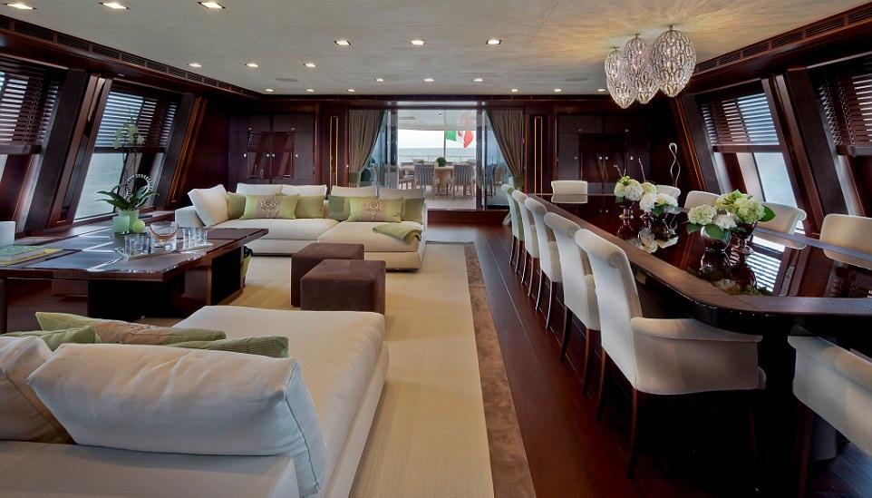 1412261409797_wps_30_jade_yacht_with_garage