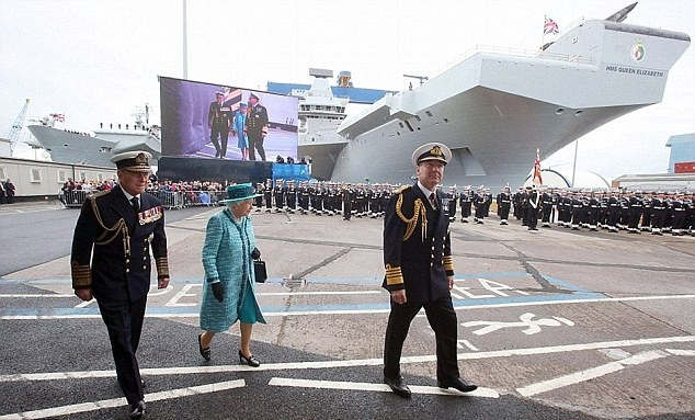 262763F000000578-2974717-The_queen_unveils_HMS_Queen_Elizabeth_with_Prince_Philip_in_a_ce-a-2_1425240904826