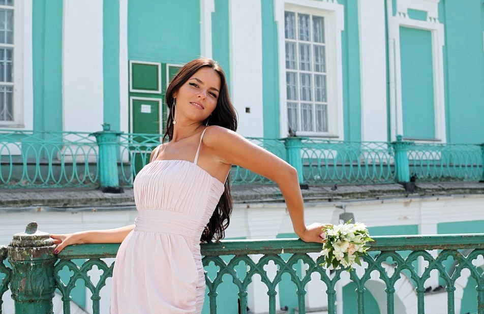 2DF8CDB100000578-3299019-Yulia_Buleyeva_pictured_was_on_her_way_home_to_St_Petersburg_fro-a-41_1446386715087