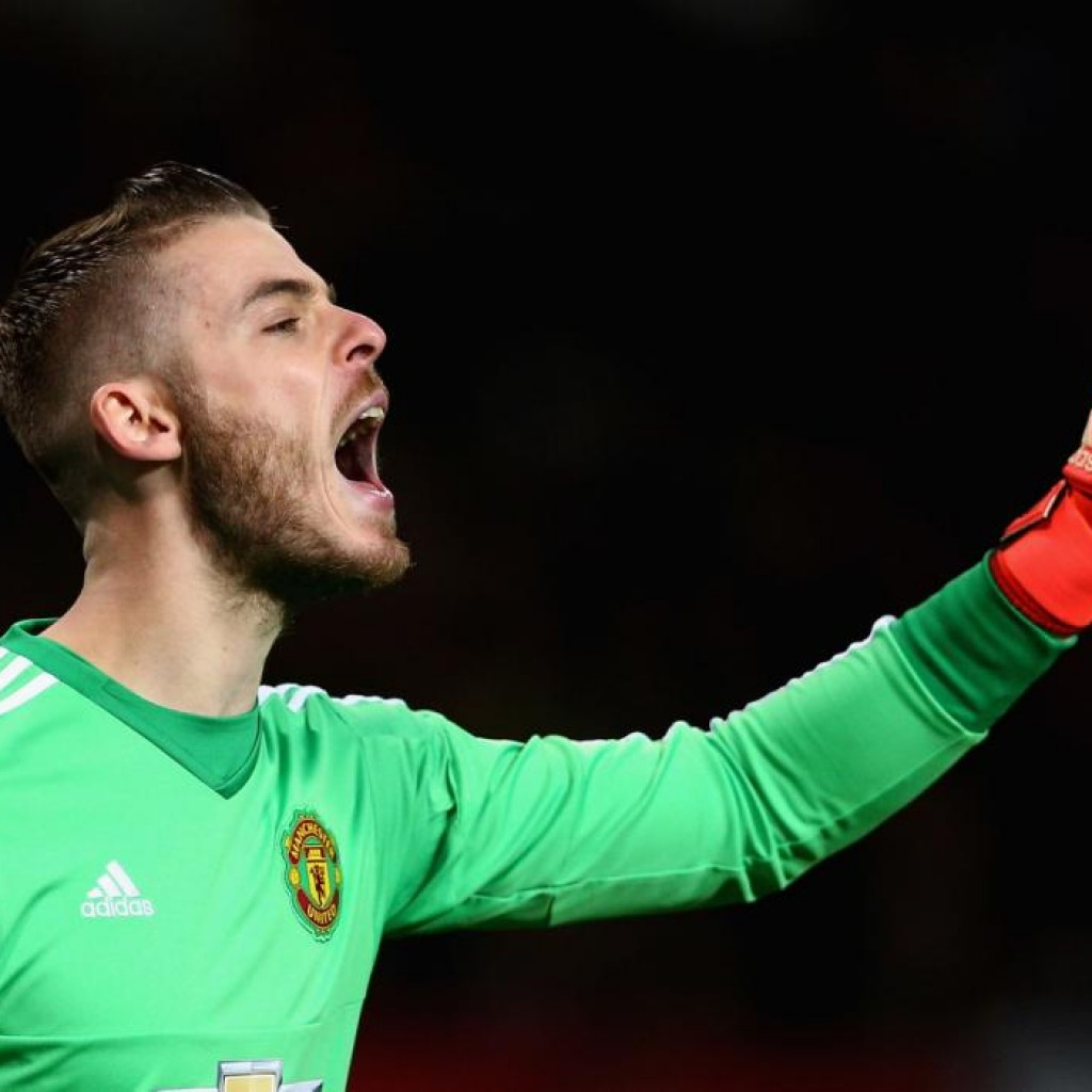 MANCHESTER, ENGLAND - DECEMBER 05:  David De Gea of Manchester United in action during the Barclays Premier League match between Manchester United and West Ham United at Old Trafford on December 5, 2015 in Manchester, United Kingdom.  (Photo by Clive Brunskill/Getty Images)