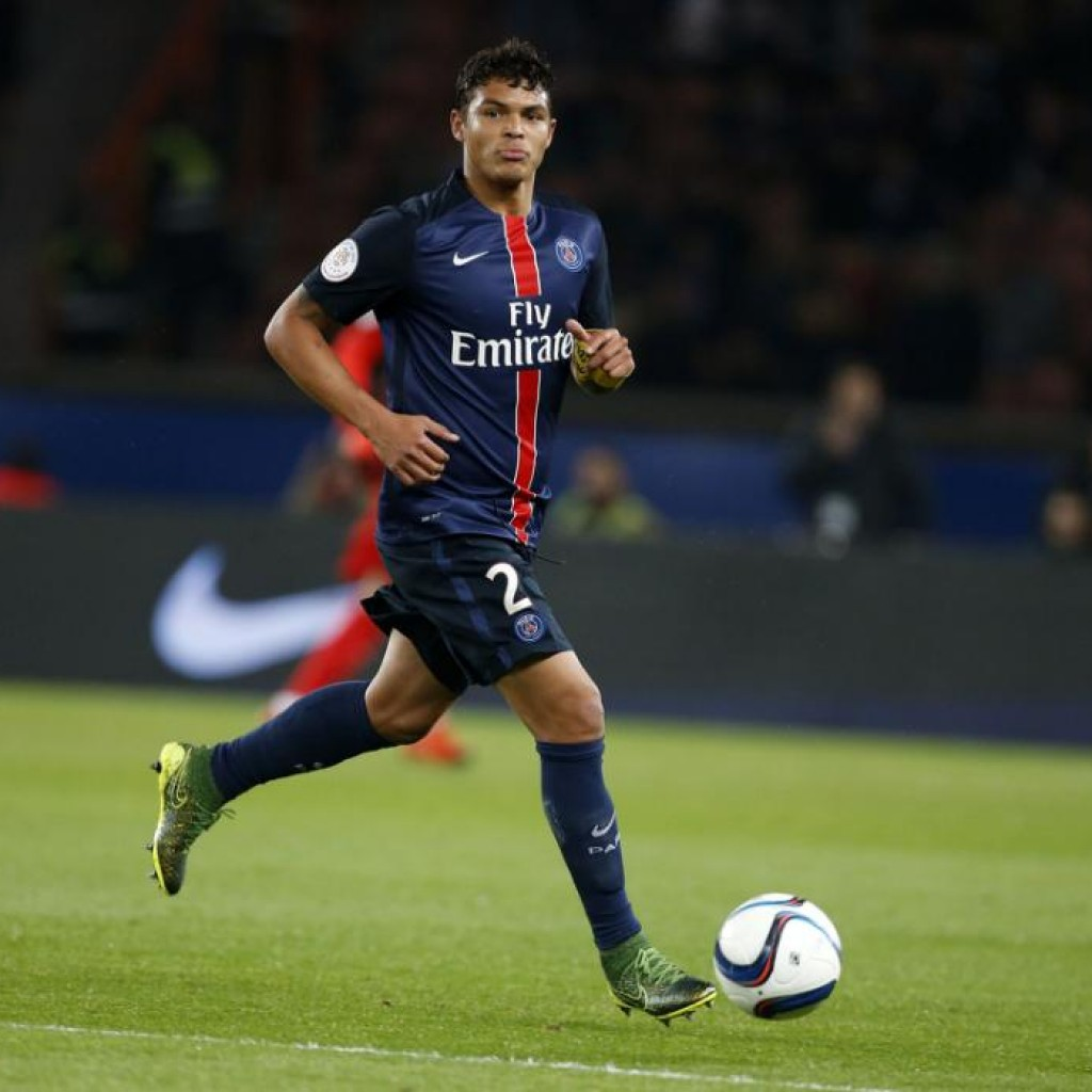 PARIS, FRANCE - OCTOBER 25: Thiago Silva of PSG in action during the French Ligue 1 match between Paris Saint-Germain (PSG) and AS Saint-Etienne (ASSE) at Parc des Princes stadium on October 25, 2015 in Paris, France. (Photo by Jean Catuffe/Getty Images)