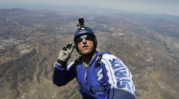 Прыжок без парашюта с высоты 7620 метров. Видео.