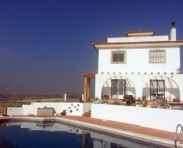 Как купить дом в Испании, чтобы его не снесли бульдозером.