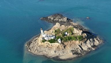 Арендовать необитаемый остров за 7 фунтов в день.