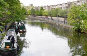 Полиция обнаружила труп в чемодане на дне канала на Западе Лондона.