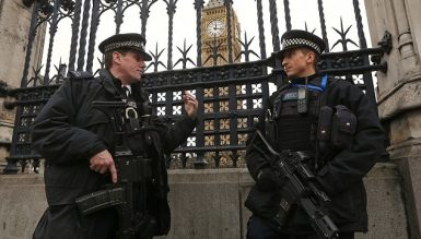Новый год в Лондоне под охраной автоматчиков.