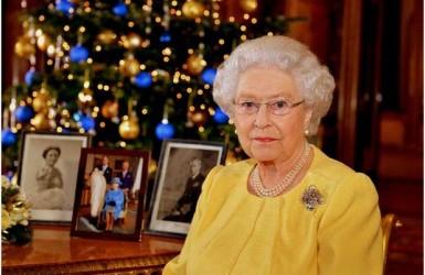 Кто оказывает давление на королеву Великобритании?