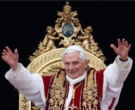 Папа Бенедикт XVI отрекается от престола.
