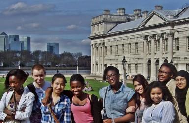 Кембриджский университет. Джентельмены хамят и оскорбляют леди.