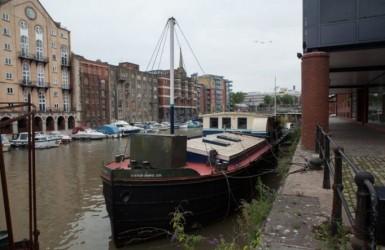 Дом в Великобритании за £ 250 000 или экстравагантная  баржа на реке?