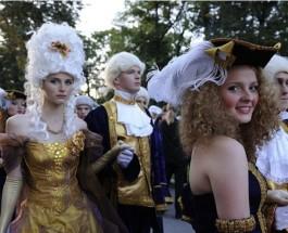 Президент Барак Обама и русские девушки на саммите в Санкт Петербурге.