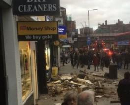 Видео. На западе Лондона крыша рухнула на головы прохожих.