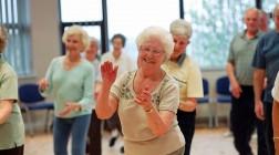Средняя продолжительность жизни в Великобритании на 20 лет больше чем в России.