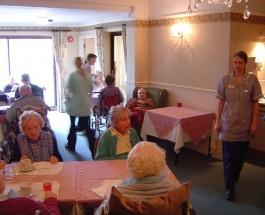 Британские пенсионеры. Работать всю жизнь за сомнительный присмотр в старости.