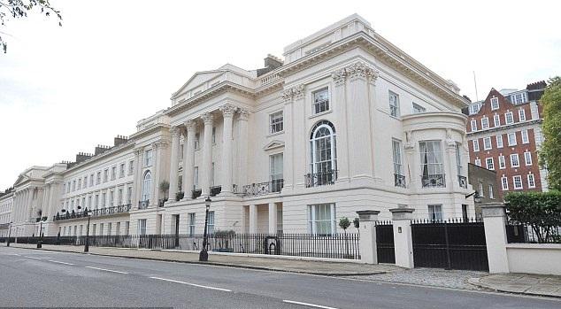 Букингемский дворец номер 2 выставлен на продажу в Лондоне.