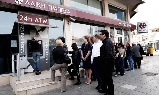 Банки на Кипре не откроются до вторника.