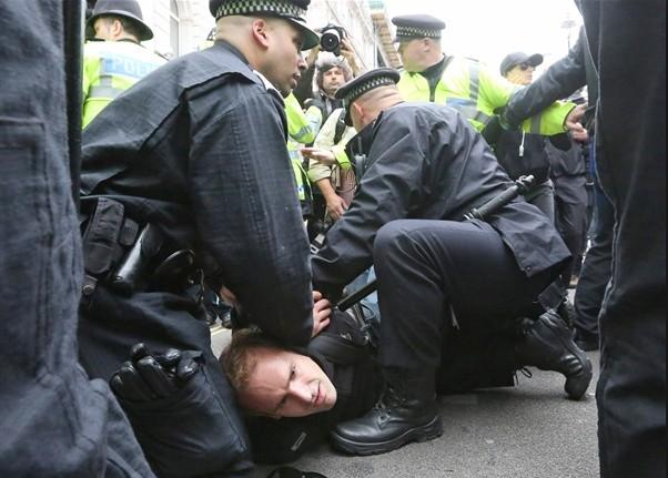 Офисы банков и крупнейших компаний в ожидании акции протеста.