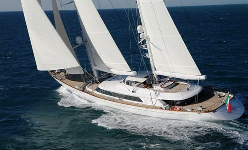 """Rosehearty"", яхта Руперта Мердока, выставлена на продажу."