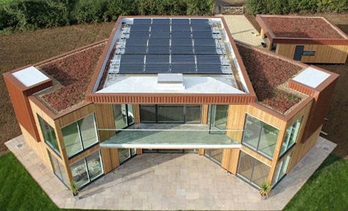 Первый дом в Великобритании на солнечной энергии.