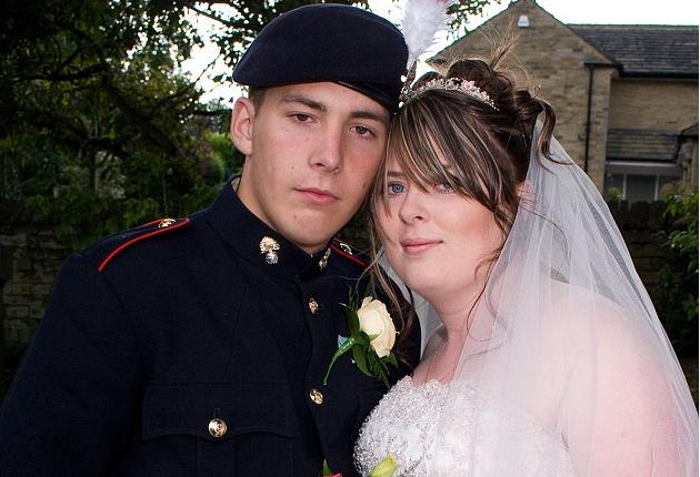 Вдова британского солдата не долго горевала.