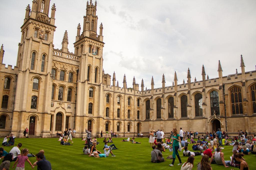 Какова реальная стоимость обучения в Оксфордском университете?