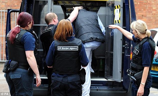 Как нелегальные иммигранты покидают Великобританию.