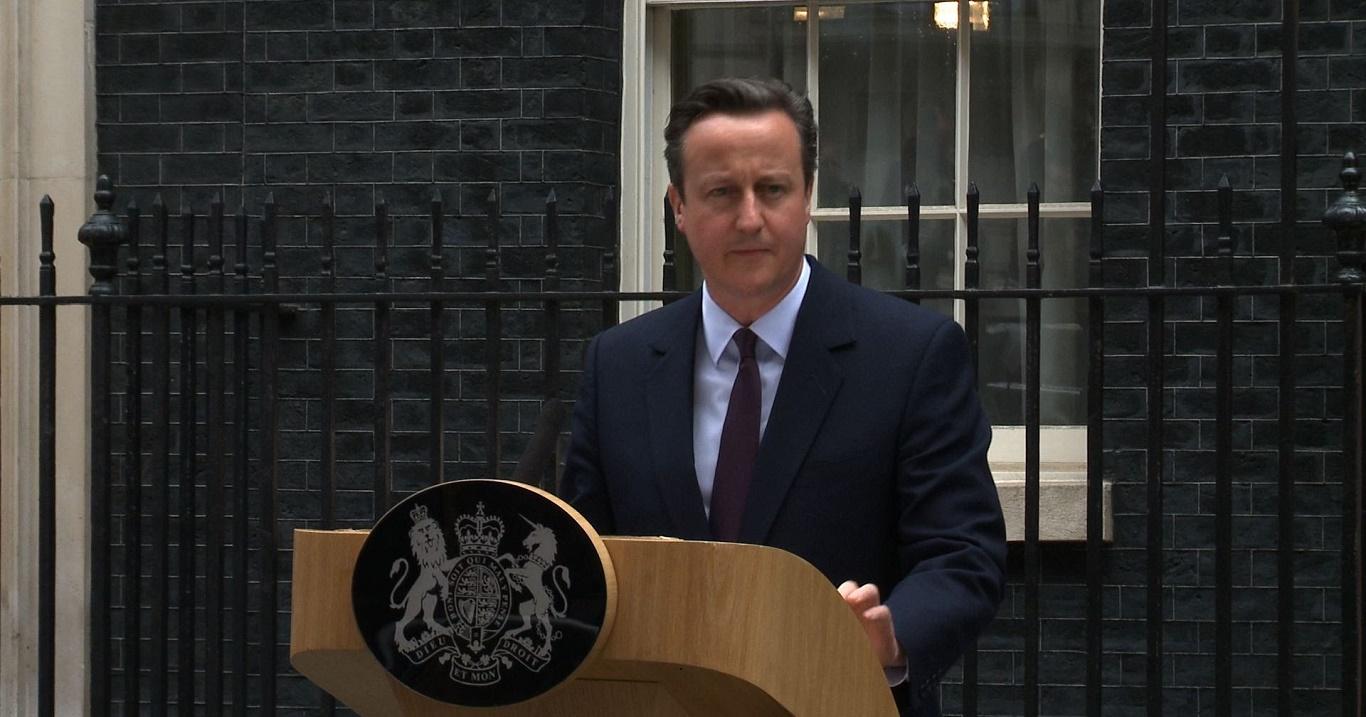 Консерваторы снова урезают социальные пособия в Великобритании.
