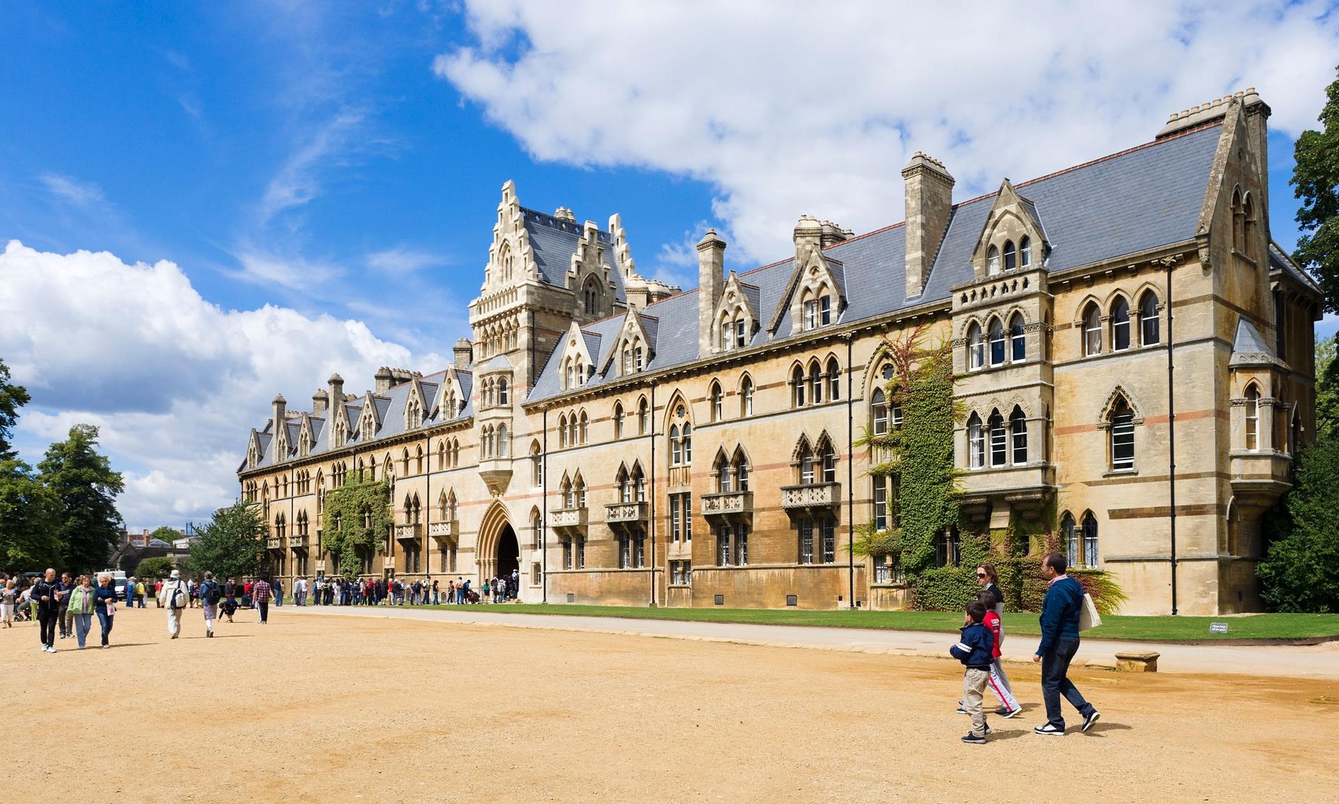 Оксфордский университет не приветствует абитуриентов из бедных семей.