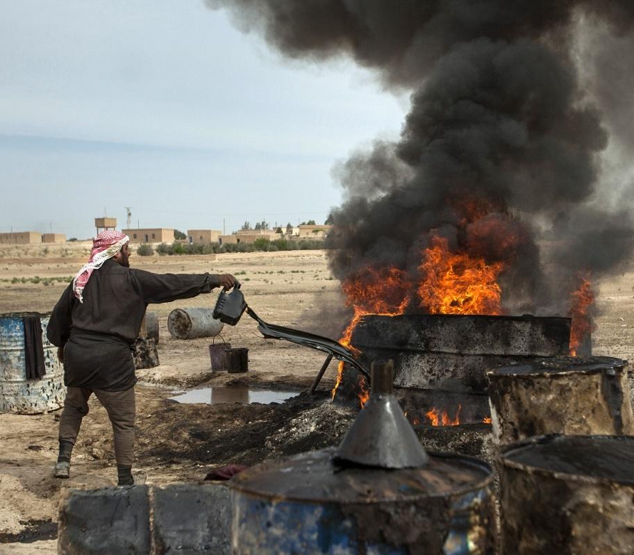 Бизнес с джихадом. Кто покупает нефть у Исламского государства.