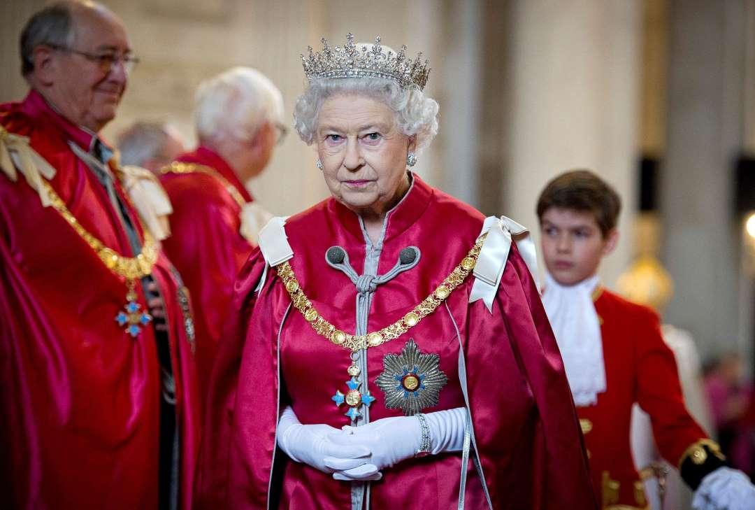 Подсчитываем богатства королевы Великобритании.